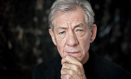 Ian McKellen to pen his memoirs