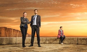 ITV BROADCHURCH SERIES 3 Pictured : DAVID TENNANT as DI ALEC HARDY, OLIVIA COLMAN as DS Ellie Miller and JULIE HESMONDHALGH as Trish Winterman. This photograph is (C) ITV Plc and can only be reproduced for editorial purposes directly in connection with the programme or event mentioned above. Once made available by ITV plc Picture Desk, this photograph can be reproduced once only up until the transmission [TX] date and no reproduction fee will be charged. Any subsequent usage may incur a fee. This photograph must not be manipulated [excluding basic cropping] in a manner which alters the visual appearance of the person photographed deemed detrimental or inappropriate by ITV plc Picture Desk. This photograph must not be syndicated to any other company, publication or website, or permanently archived, without the express written permission of ITV Plc Picture Desk. Full Terms and conditions are available on the website www.itvpictures.com For further information please contact: Patrick.smith@itv.com 0207 1573044