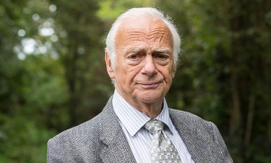 ITV BROADCHURCH SERIES 3 Pictured : ROY HUDD as David Barrett. This photograph is (C) SISTER PICTURES and can only be reproduced for editorial purposes directly in connection with the programme or event mentioned above. Once made available by ITV plc Picture Desk, this photograph can be reproduced once only up until the transmission [TX] date and no reproduction fee will be charged. Any subsequent usage may incur a fee. This photograph must not be manipulated [excluding basic cropping] in a manner which alters the visual appearance of the person photographed deemed detrimental or inappropriate by ITV plc Picture Desk. This photograph must not be syndicated to any other company, publication or website, or permanently archived, without the express written permission of ITV Plc Picture Desk. Full Terms and conditions are available on the website www.itvpictures.com For further information please contact: Patrick.smith@itv.com 0207 1573044