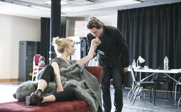 First look: Dormer and Oakes rehearse Venus in Fur