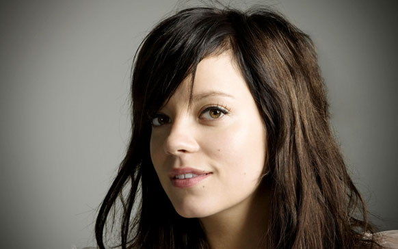 Lily Allen is writing her memoirs