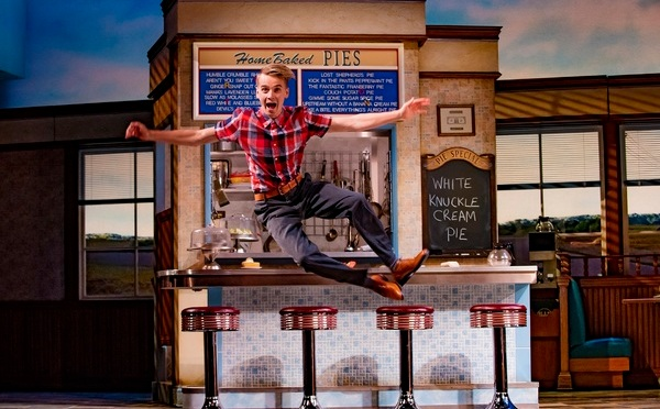 First look: Joe Sugg joins Waitress
